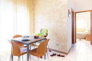 bilocale tavolo e camera
