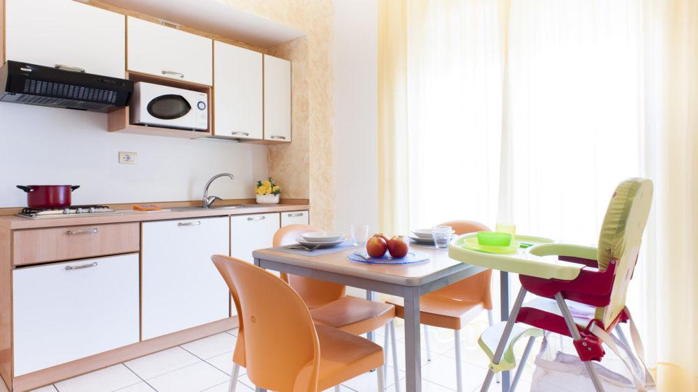 bilocale cucina e tavolo