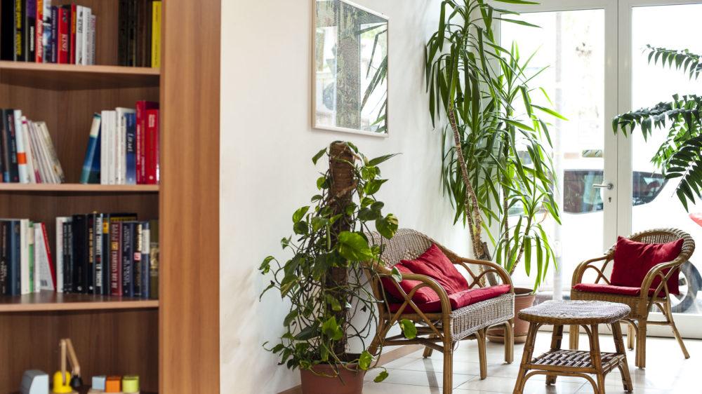 libreria e angolo lettura